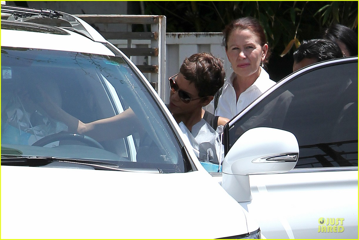 halle berry olivier martinez separate la outings 102863184