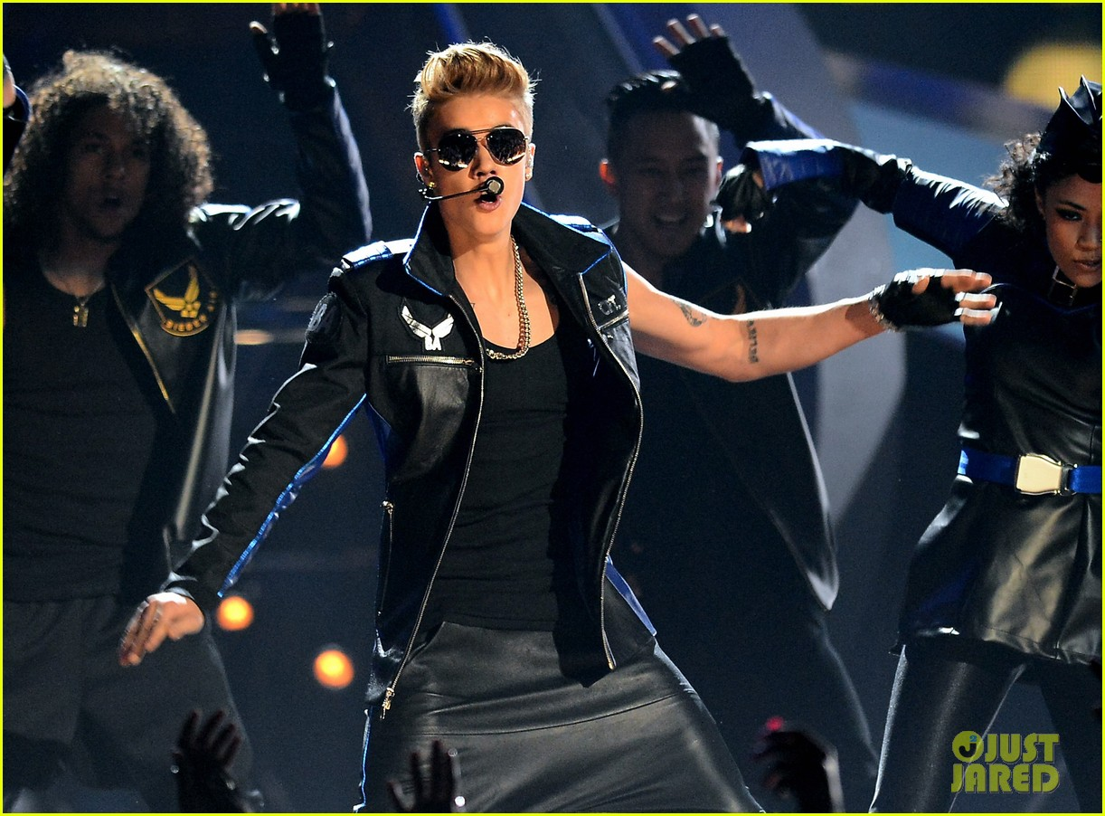 justin bieber billboard music awards 2013 performance video 02