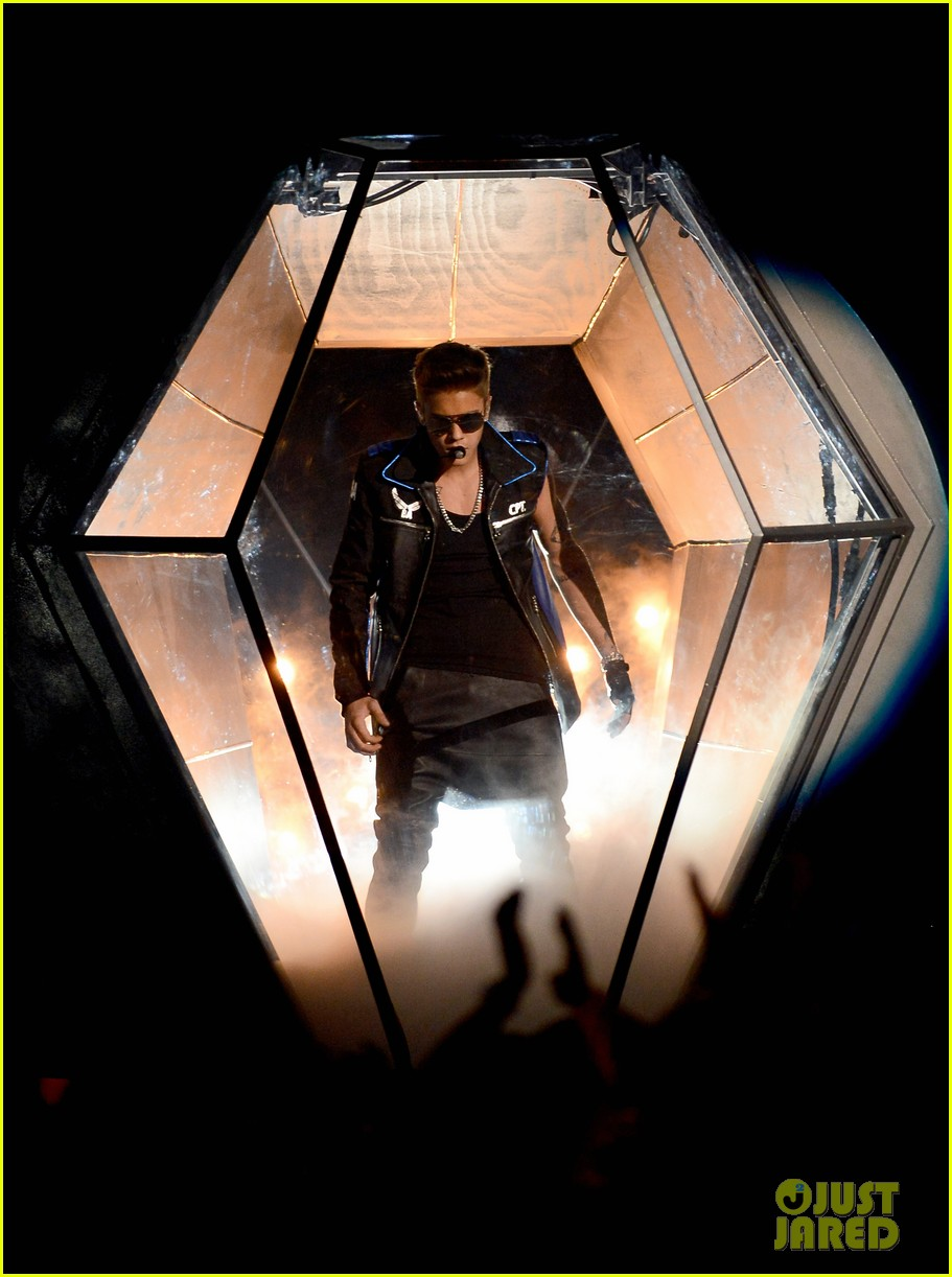 justin bieber billboard music awards 2013 performance video 12