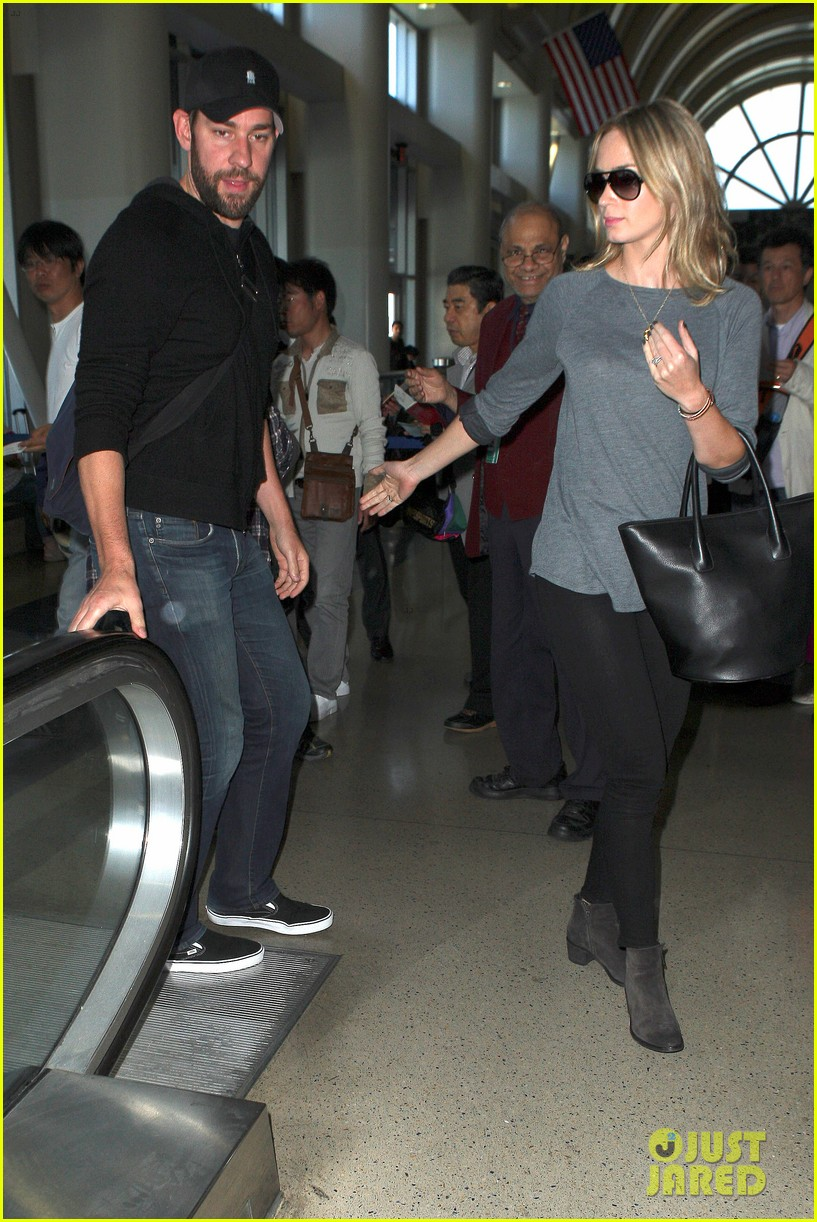 emily blunt john krasinski return to los angeles 05