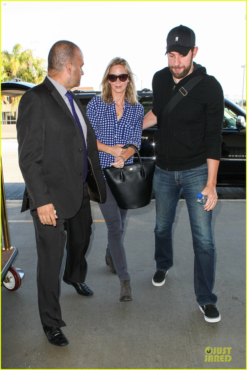 emily blunt john krasinski scranton flying couple 032864346