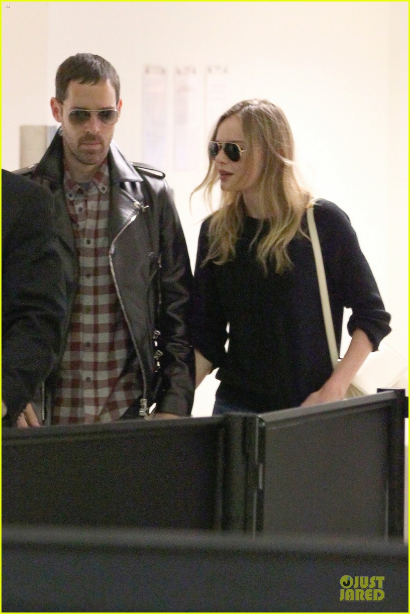 kate bosworth michael polish lax landing after met ball 04