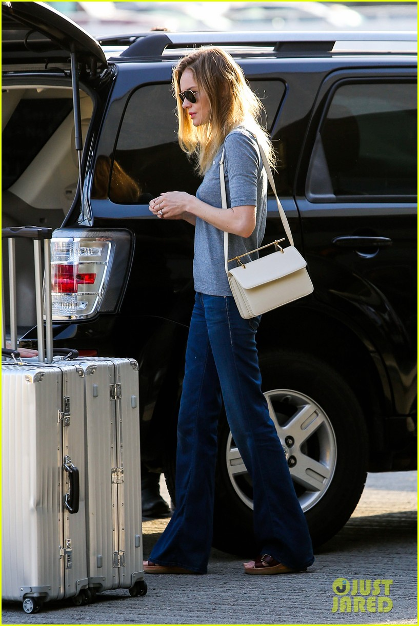 kate bosworth michael polish hold hands before flight 052862452