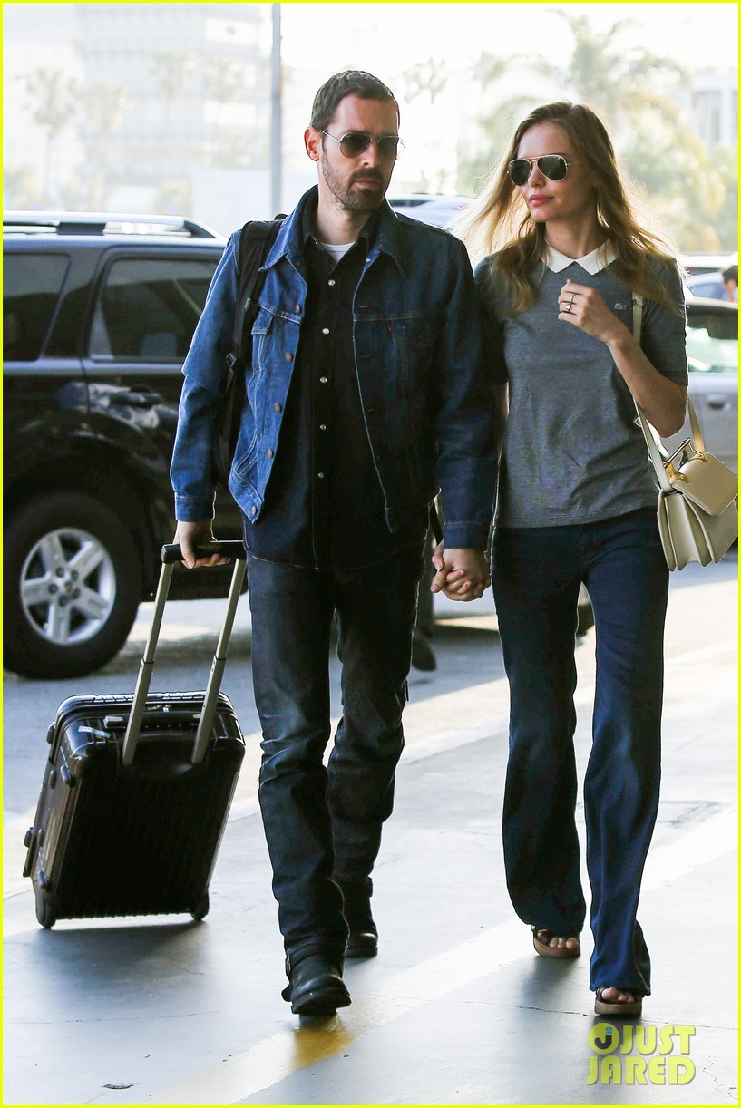 kate bosworth michael polish hold hands before flight 07