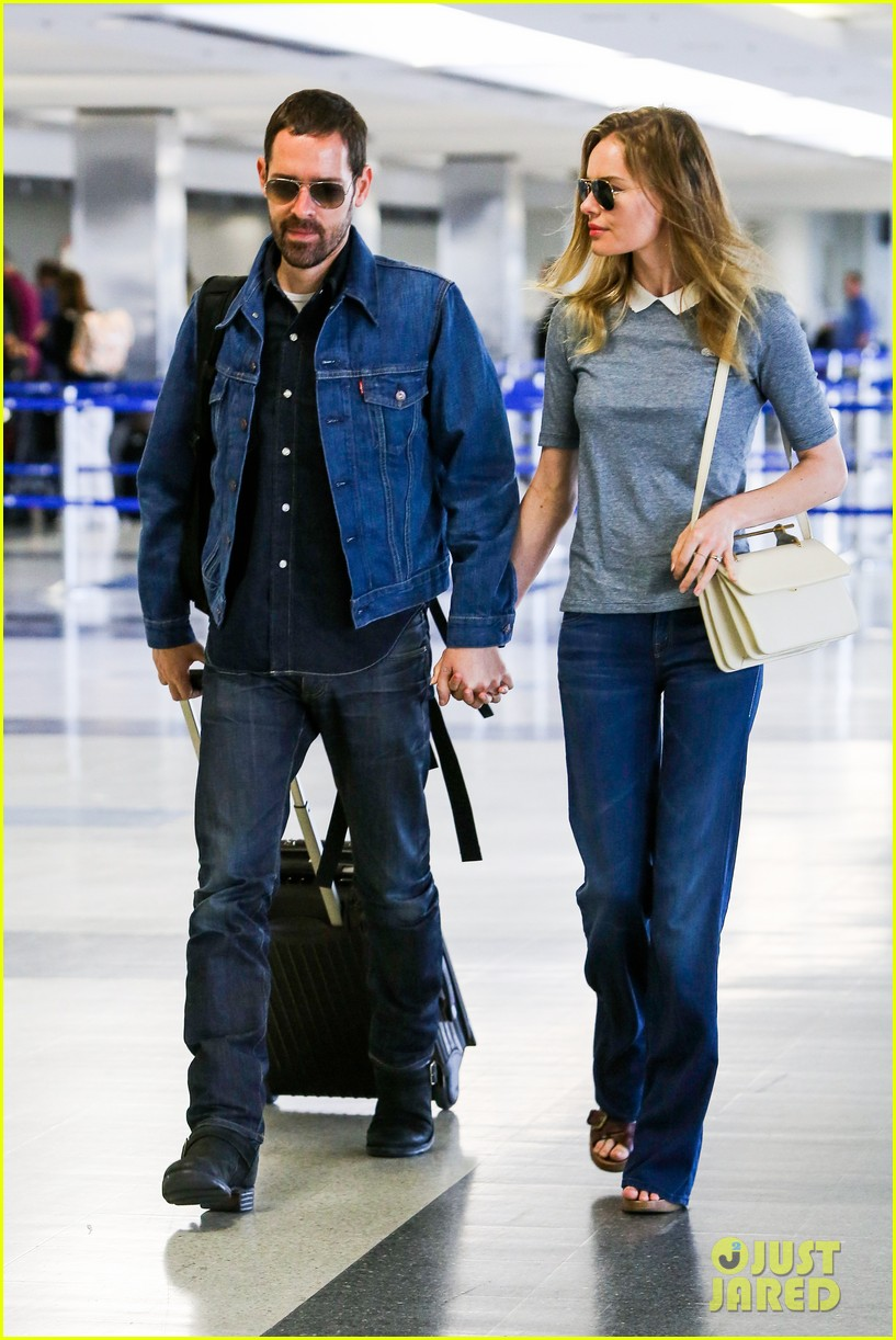 kate bosworth michael polish hold hands before flight 11