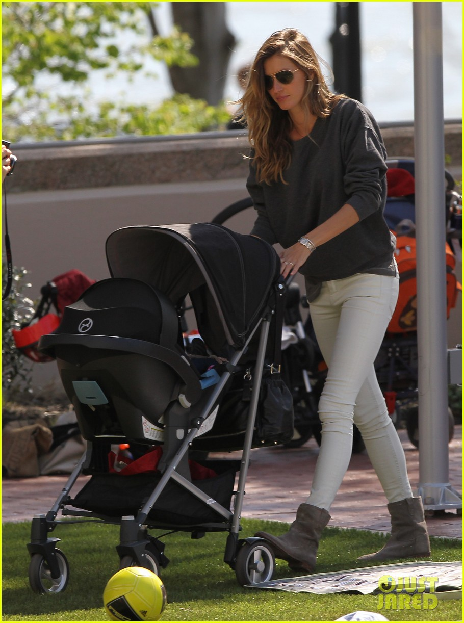 gisele bundchen plays with kids tom brady derby dude 11