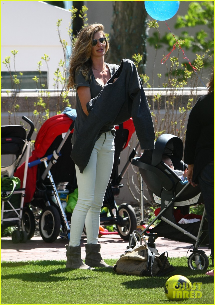 gisele bundchen plays with kids tom brady derby dude 172863810