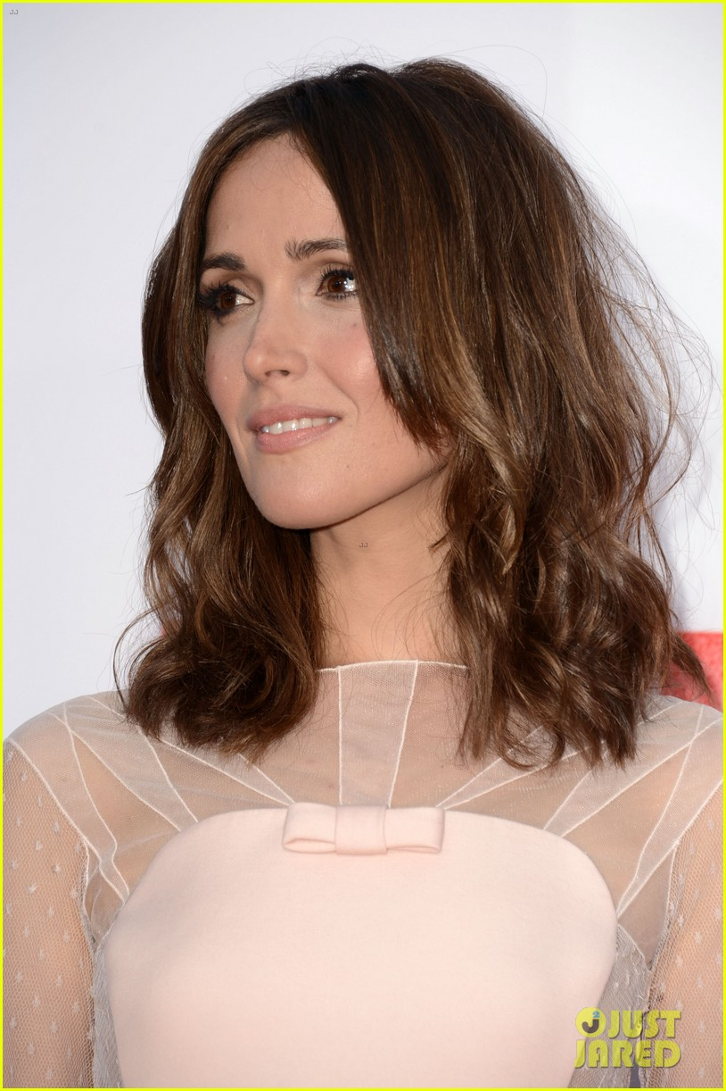rose byrne jessica szohr the internship premiere 17
