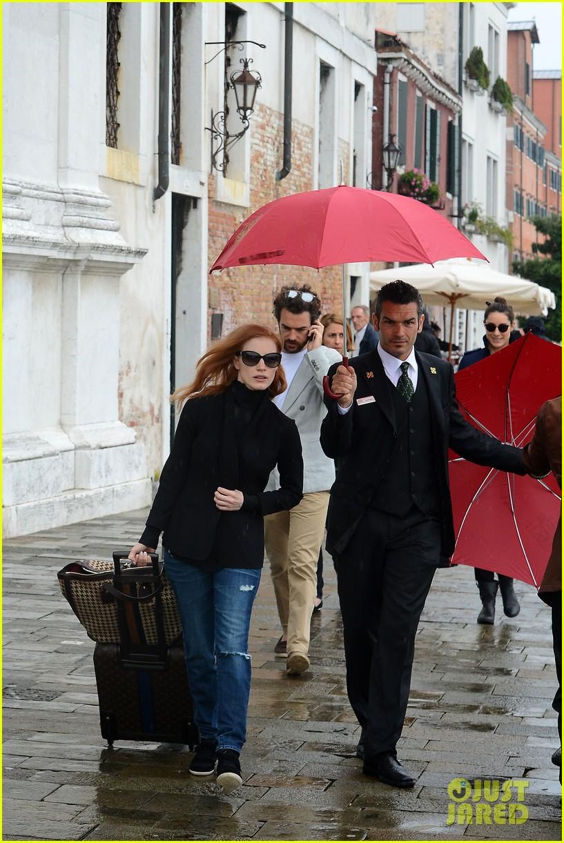 jessica chastain gian luca passi de presposulo rainy venice boat ride 05