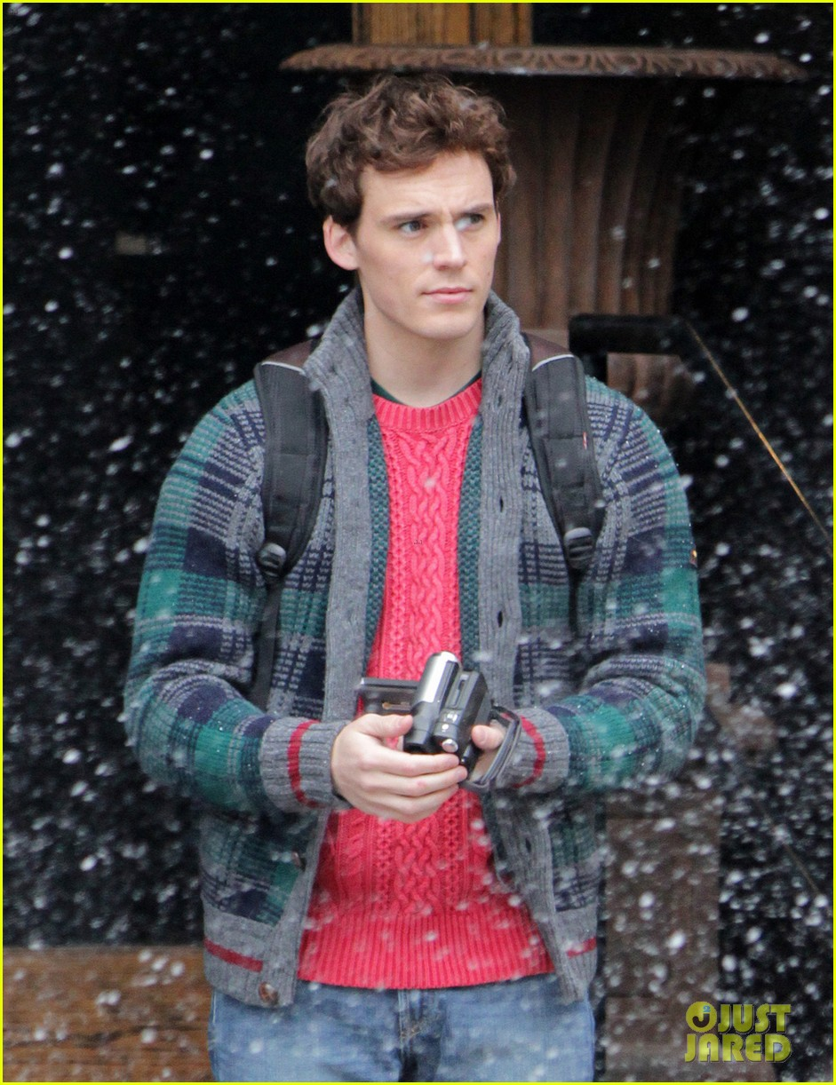 lily collins sam claflin love rosie does great in presales 02