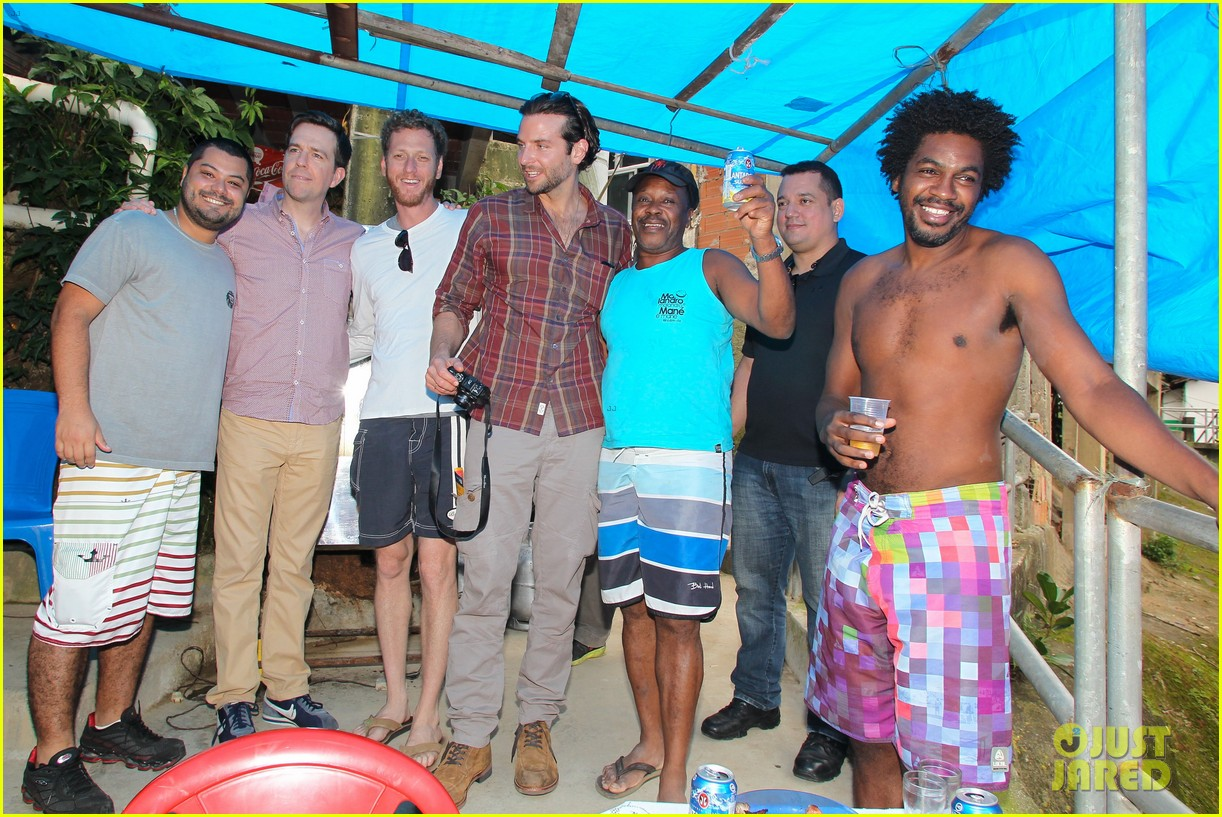 bradley cooper visits santa marta favela with ed helms 072880839