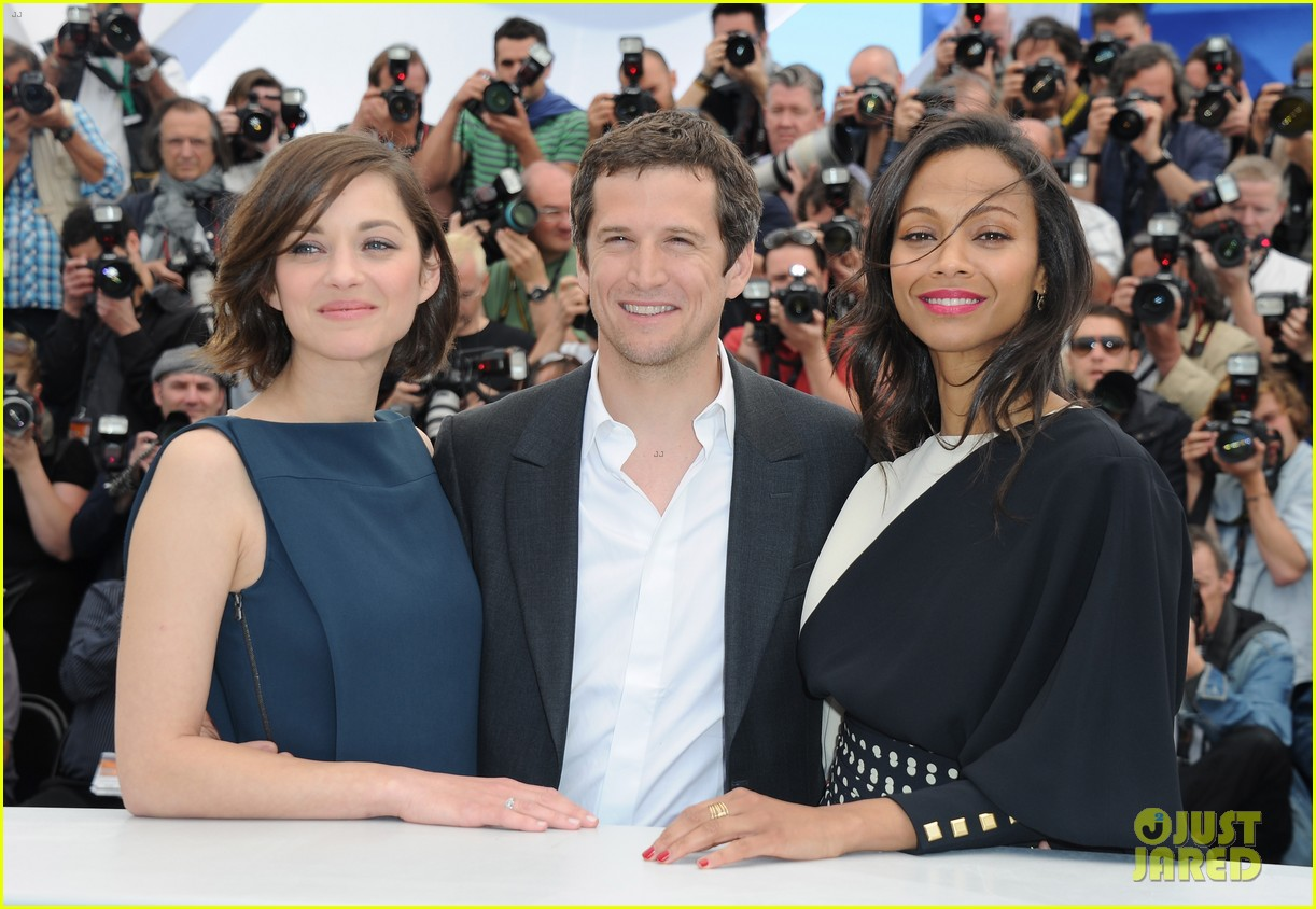 marion cotillard zoe saldana cannes blood ties photo call 022874577