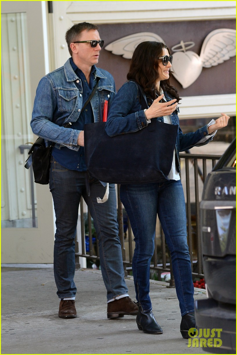 daniel craig rachel weisz denim jacket duo 062867876