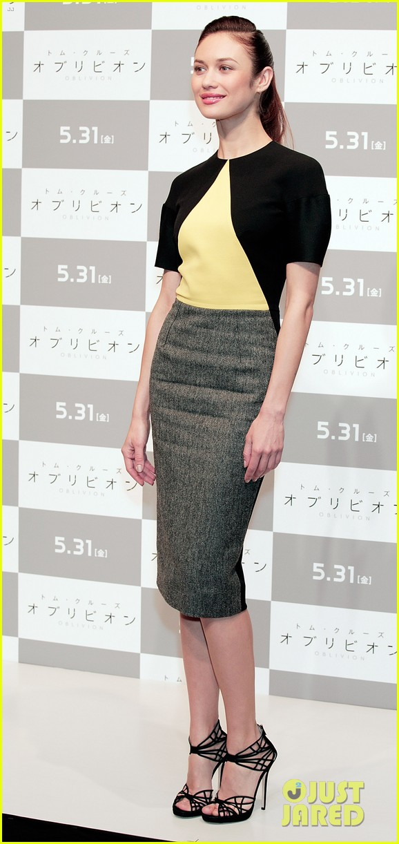 tom cruise olga kurylenko oblivion tokyo press conference 05
