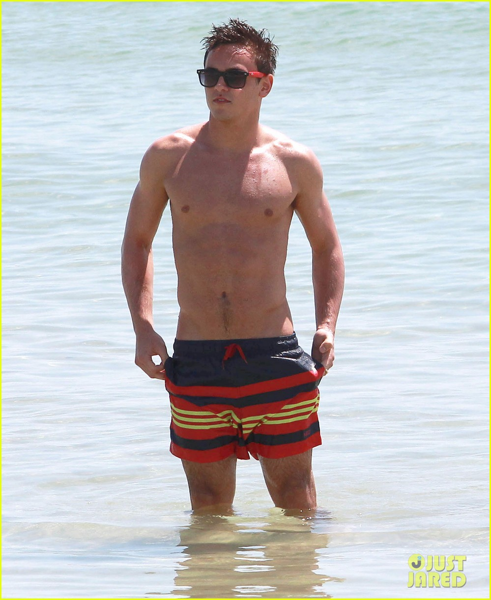 tom daley shirtless beach vacation 082866018