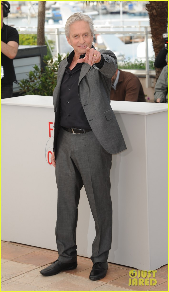 matt damon michael douglas cannes behind the candelabra photo call 11
