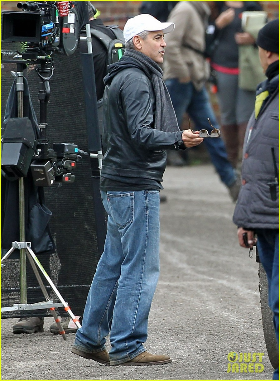 matt damon george clooney get to work on monuments men 112880925