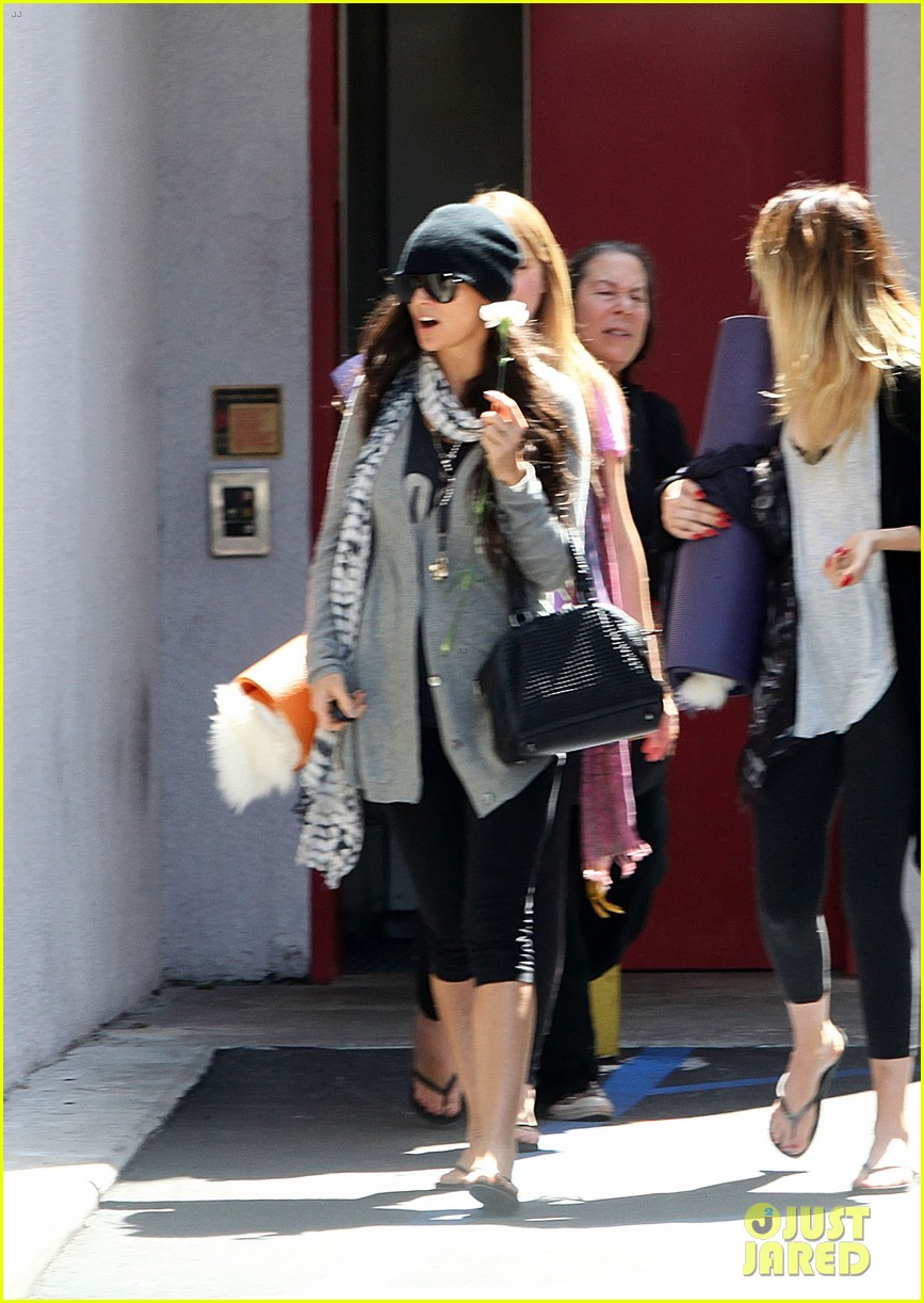 demi lovato carries a white rose out of yoga class 06