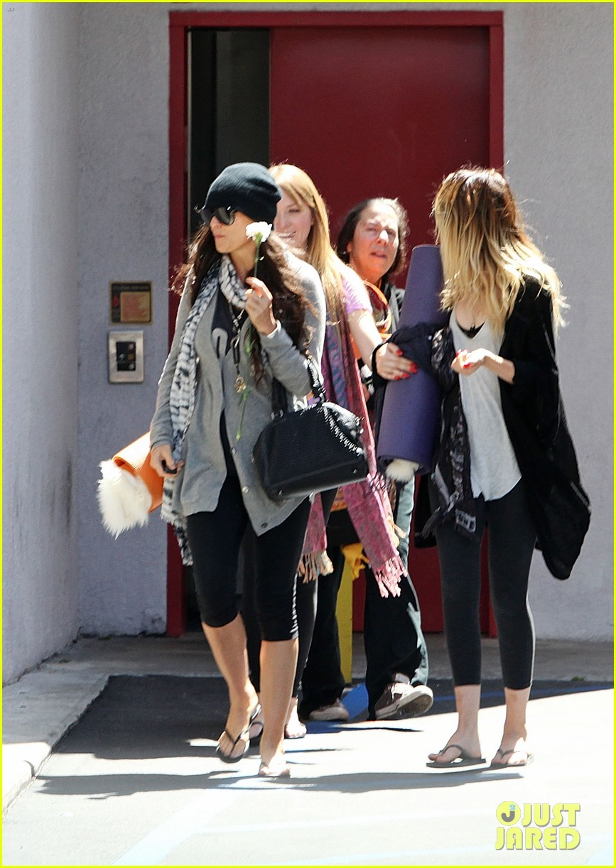 demi lovato carries a white rose out of yoga class 07