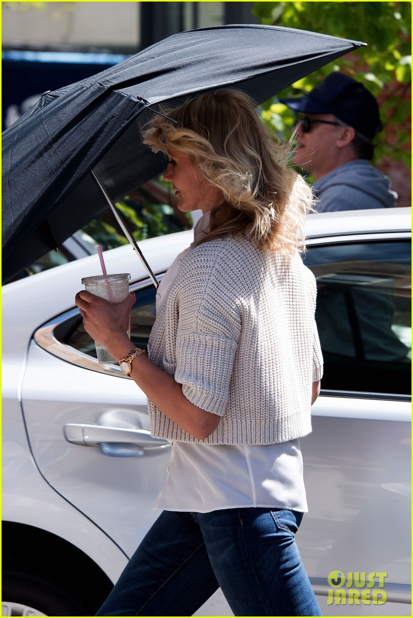 cameron diaz hides kate upton smiles wide on set 27