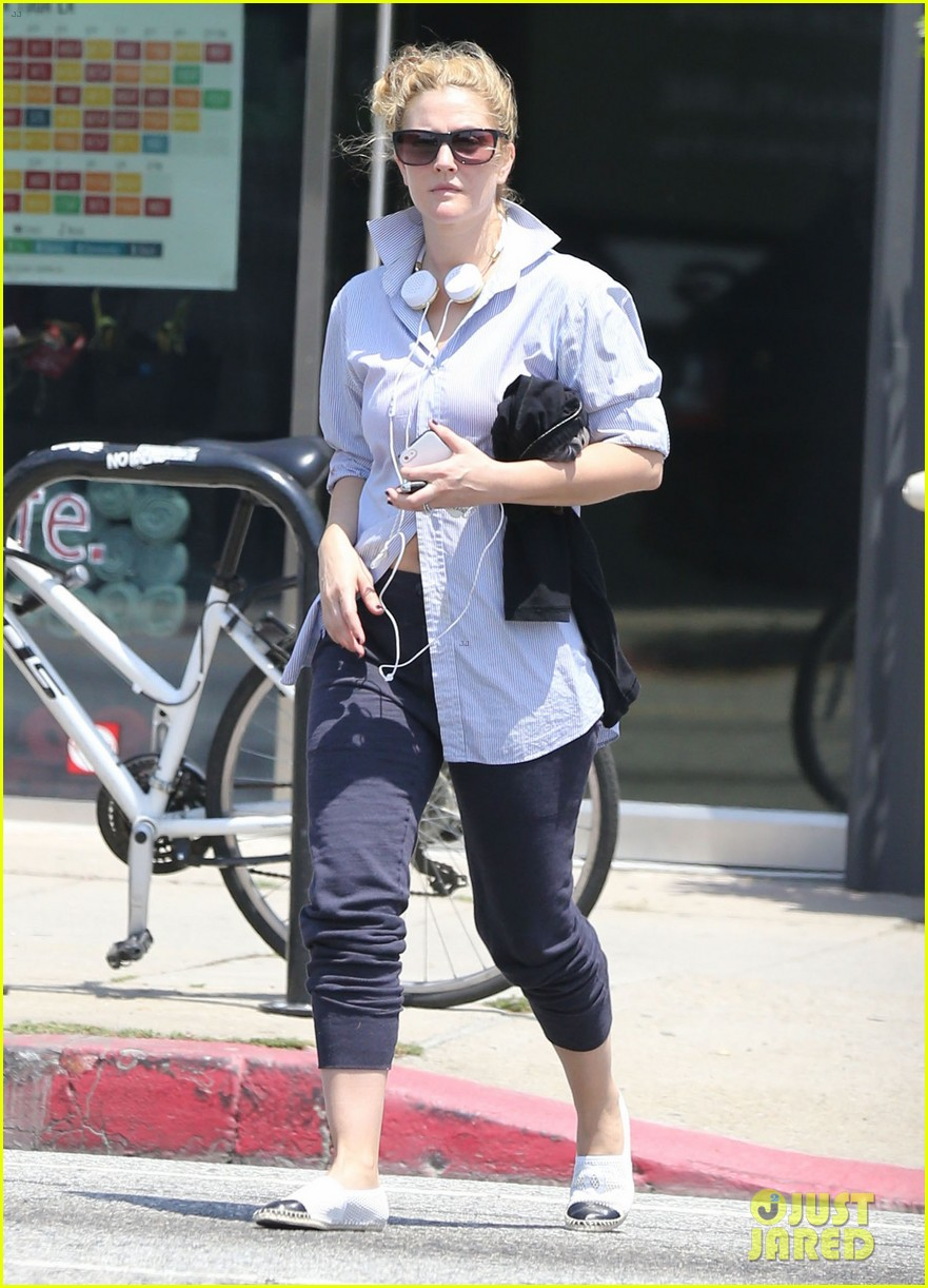 drew barrymore yoga and groceries in weho 17