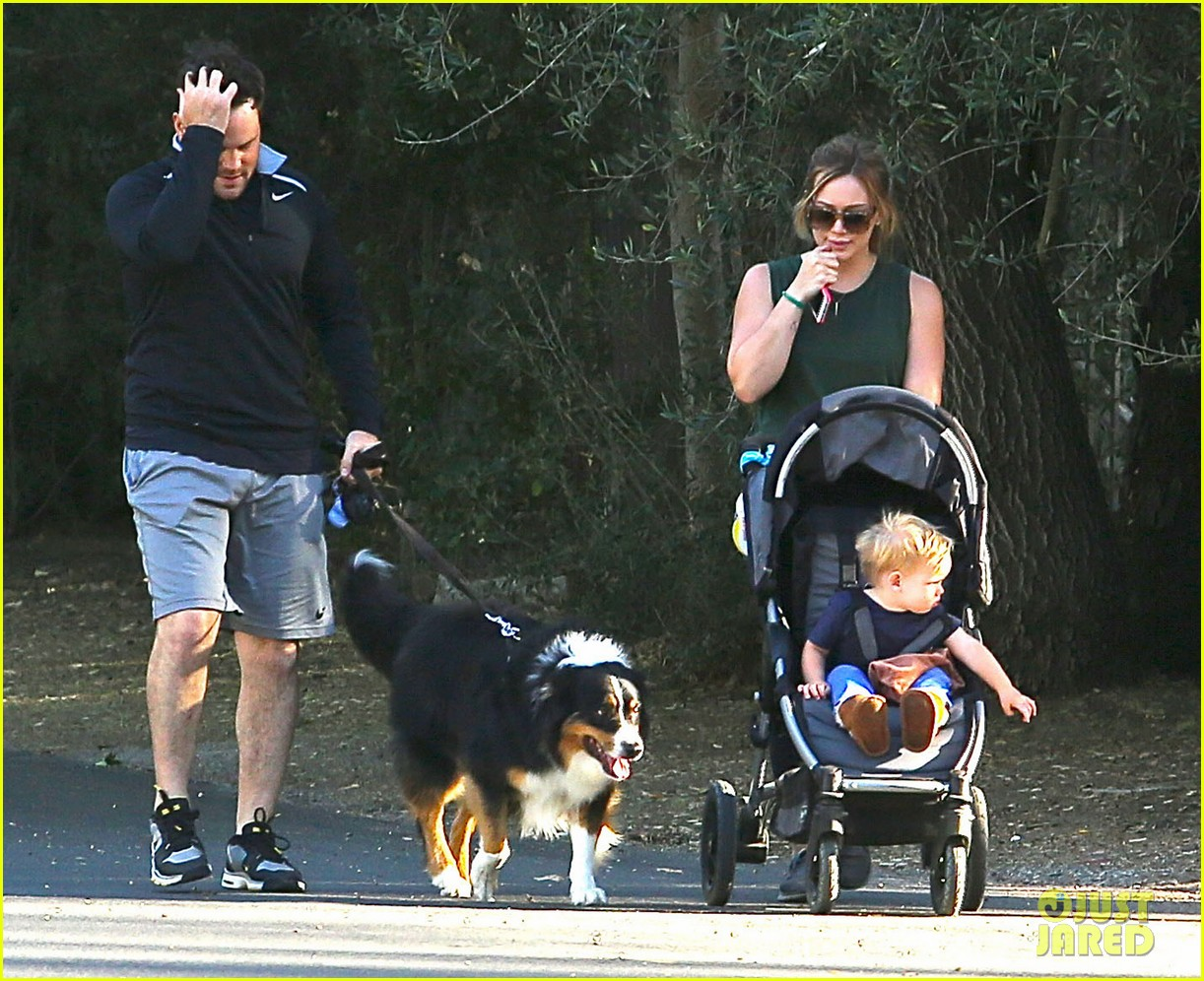 hilary duff mike comrie family hike with luca 092878267