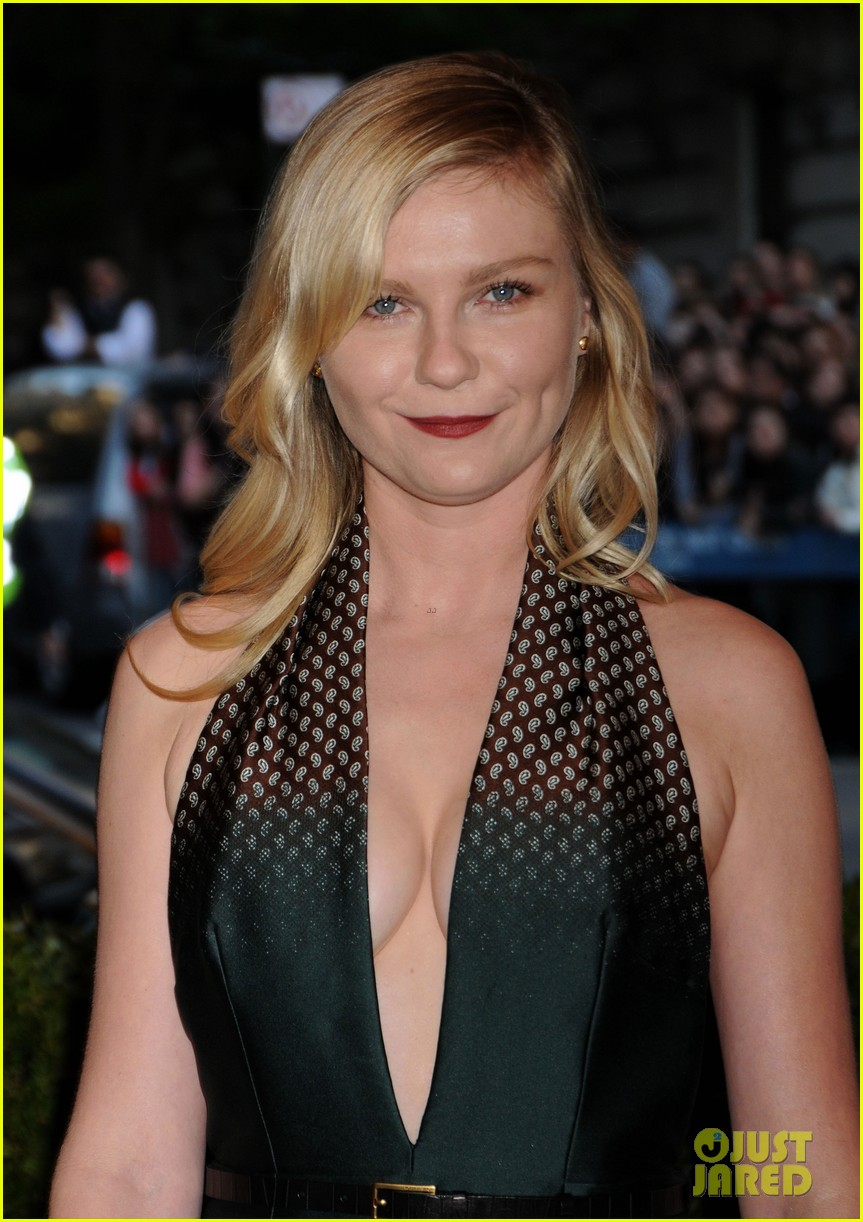 kirsten dunst met ball 2013 red carpet 032865097