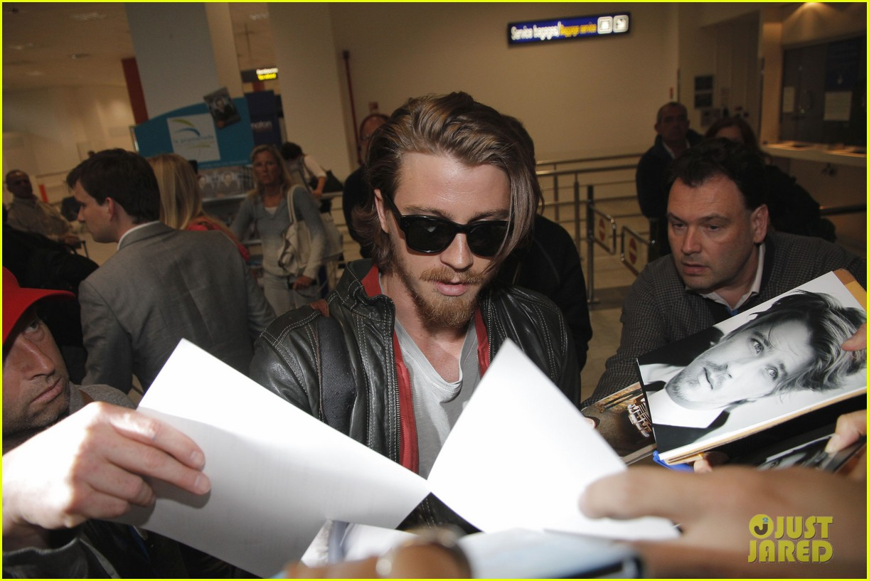 kirsten dunst garrett hedlund touch down for cannes 072873302