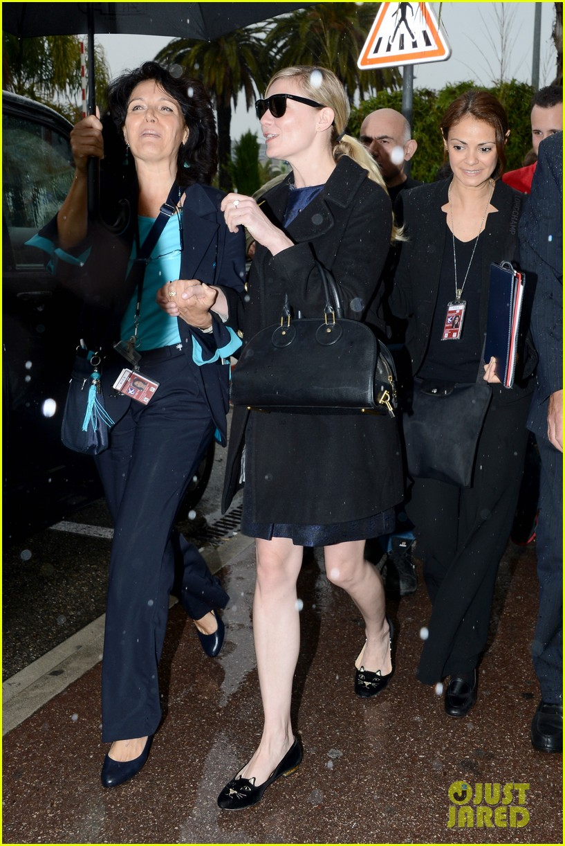 kirsten dunst garrett hedlund touch down for cannes 18