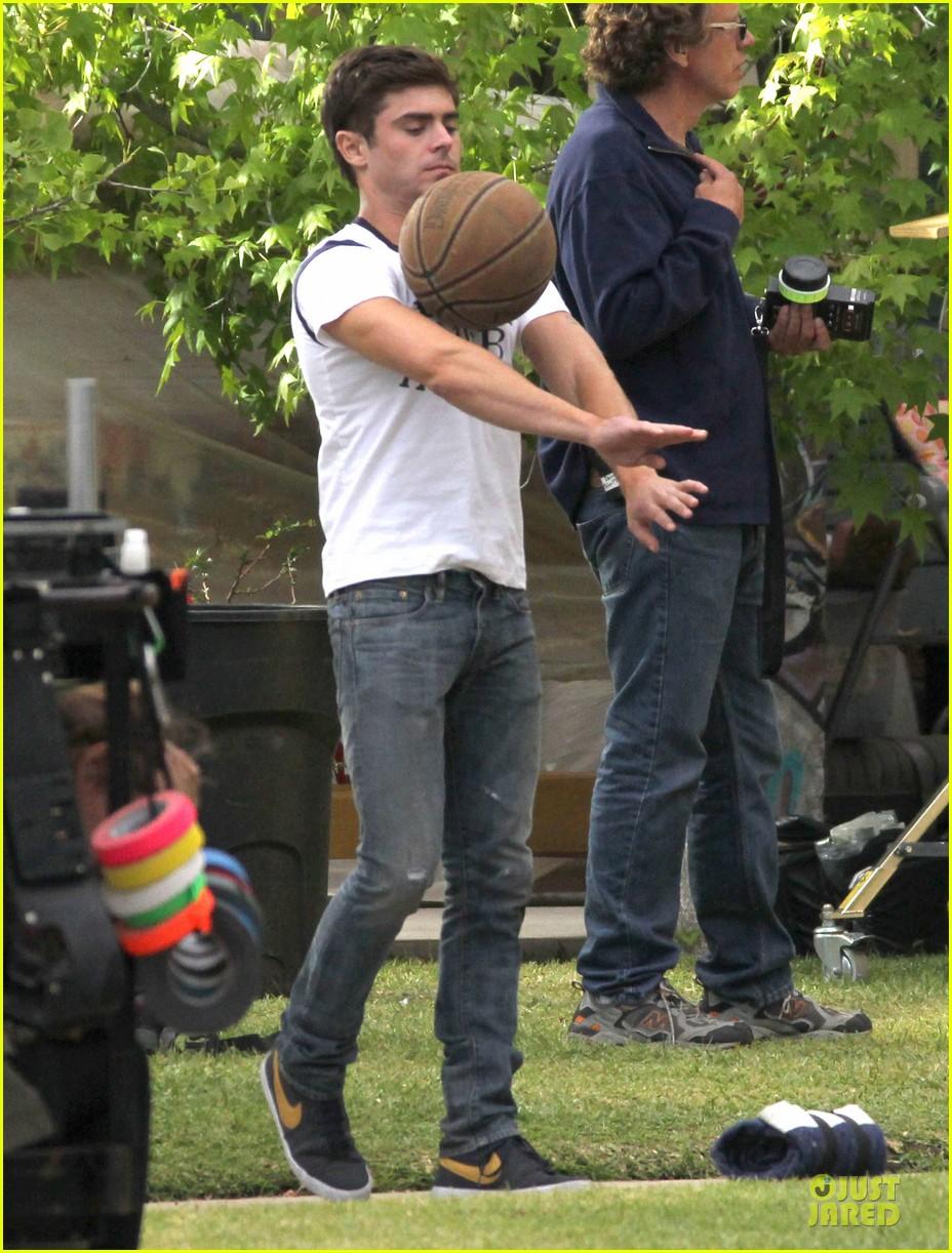 zac efron abs flashing townies basketball set 10