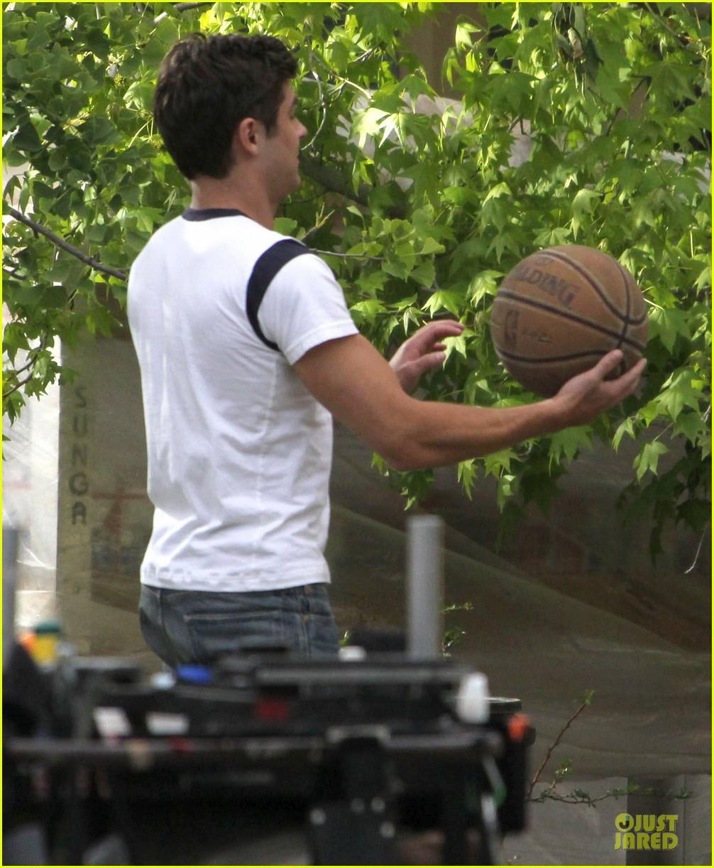 zac efron abs flashing townies basketball set 15