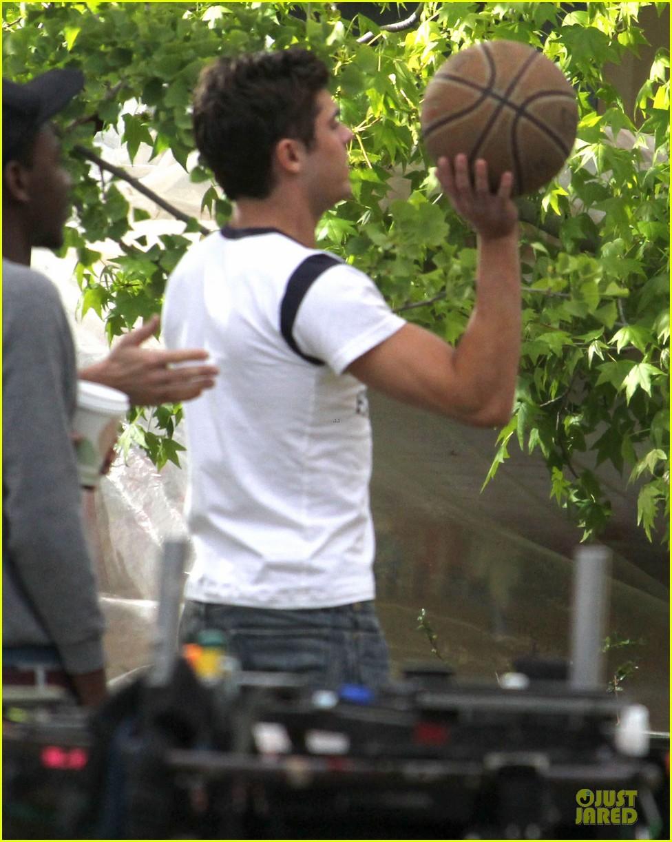 zac efron abs flashing townies basketball set 17