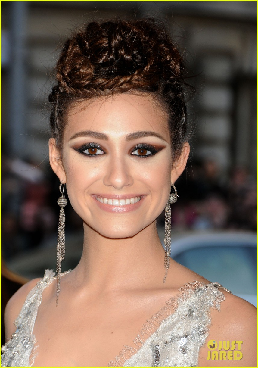 emmy rossum met ball 2013 red carpet 032865093