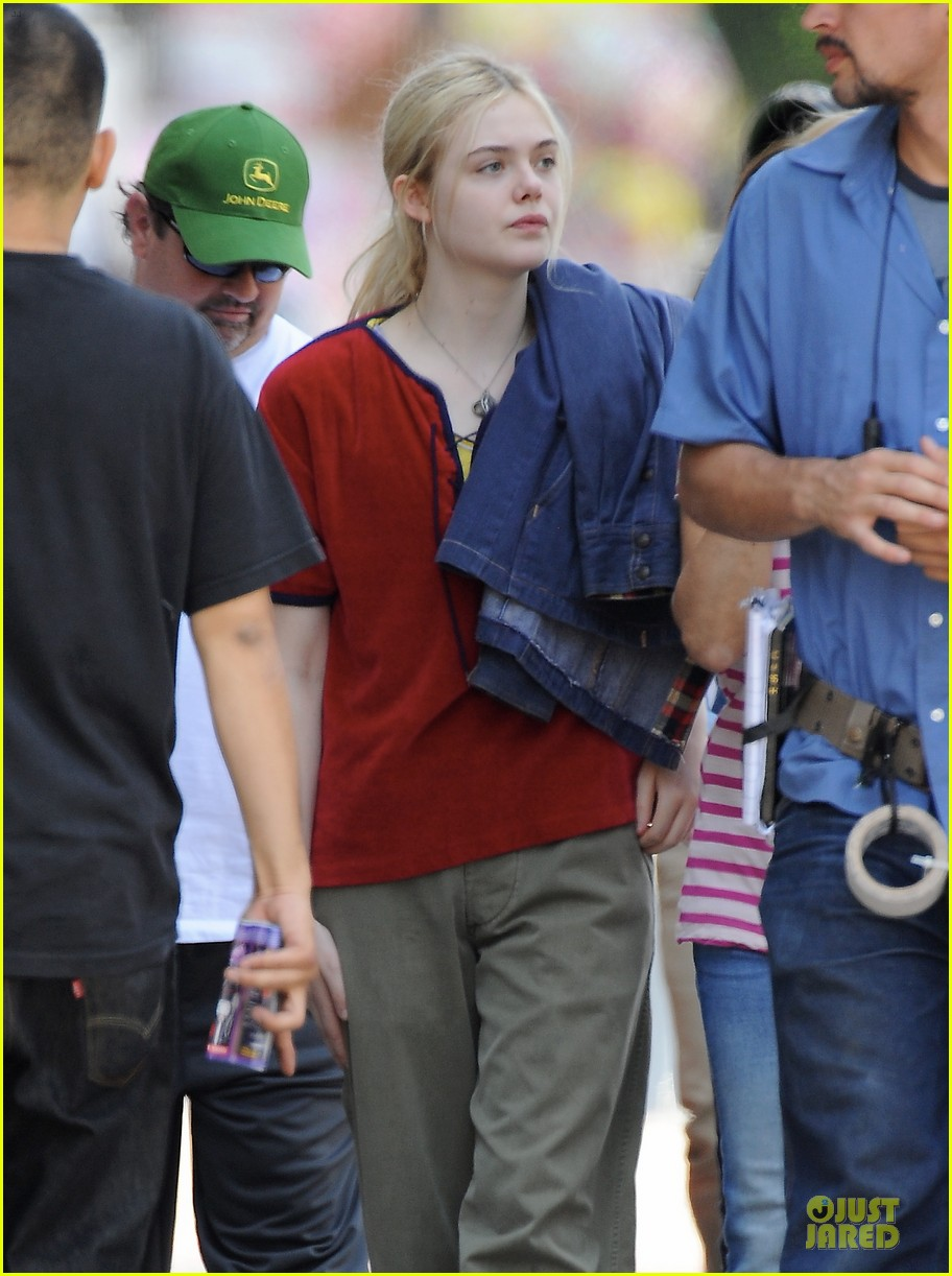 elle fanning low down set with peter dinklage 02