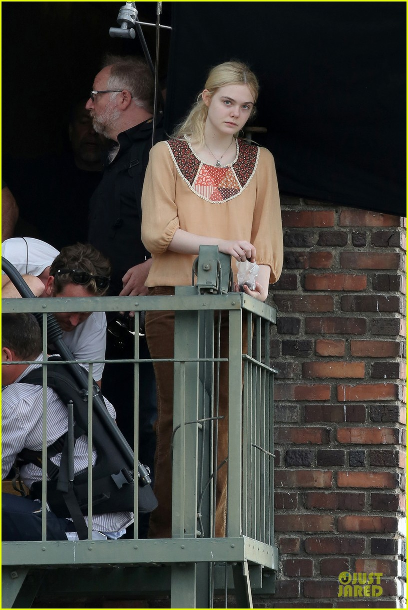 elle fanning low down set with peter dinklage 21