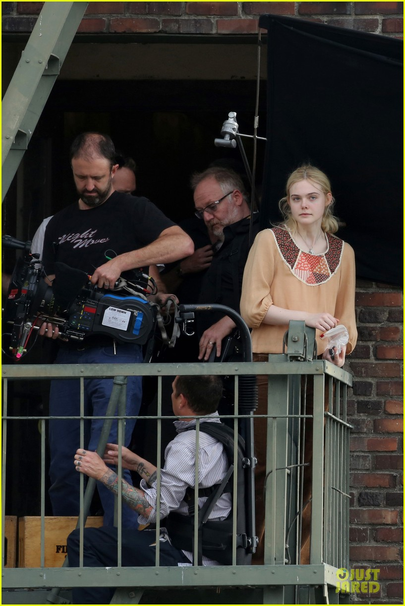 elle fanning low down set with peter dinklage 22