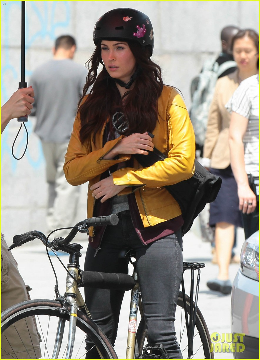 megan fox biking babe for teenage mutant ninja turtles 022868055