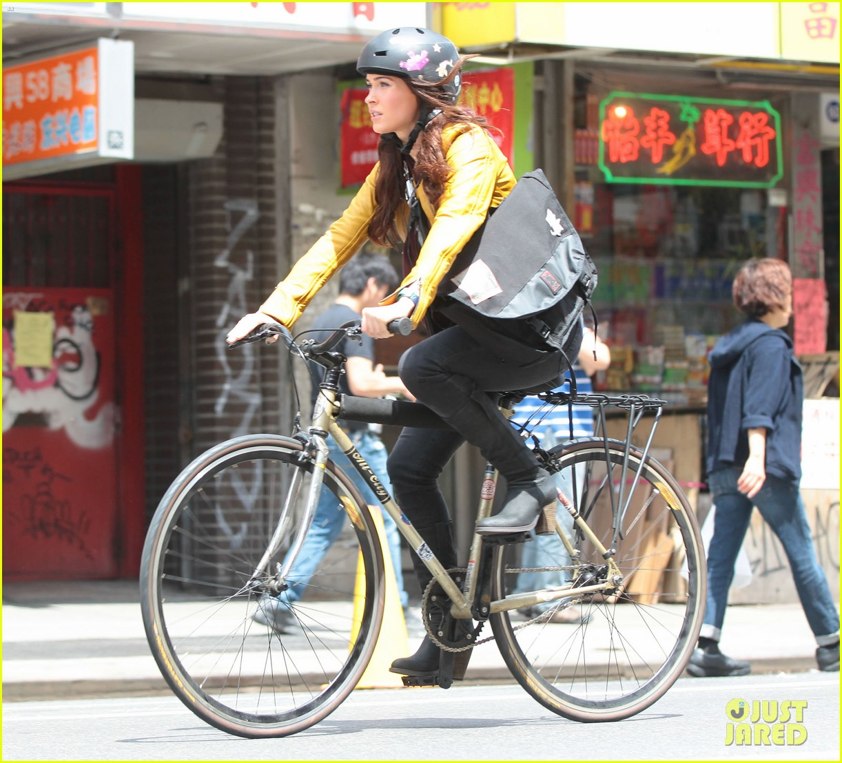 megan fox biking babe for teenage mutant ninja turtles 03