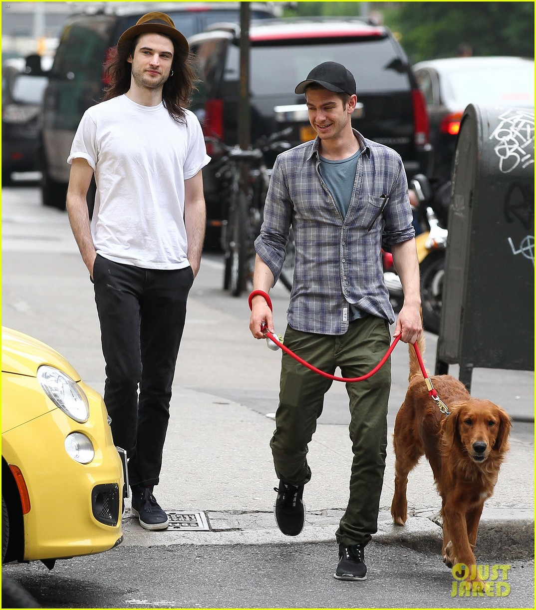 andrew garfield tom sturridge manhattan dog walkers 05