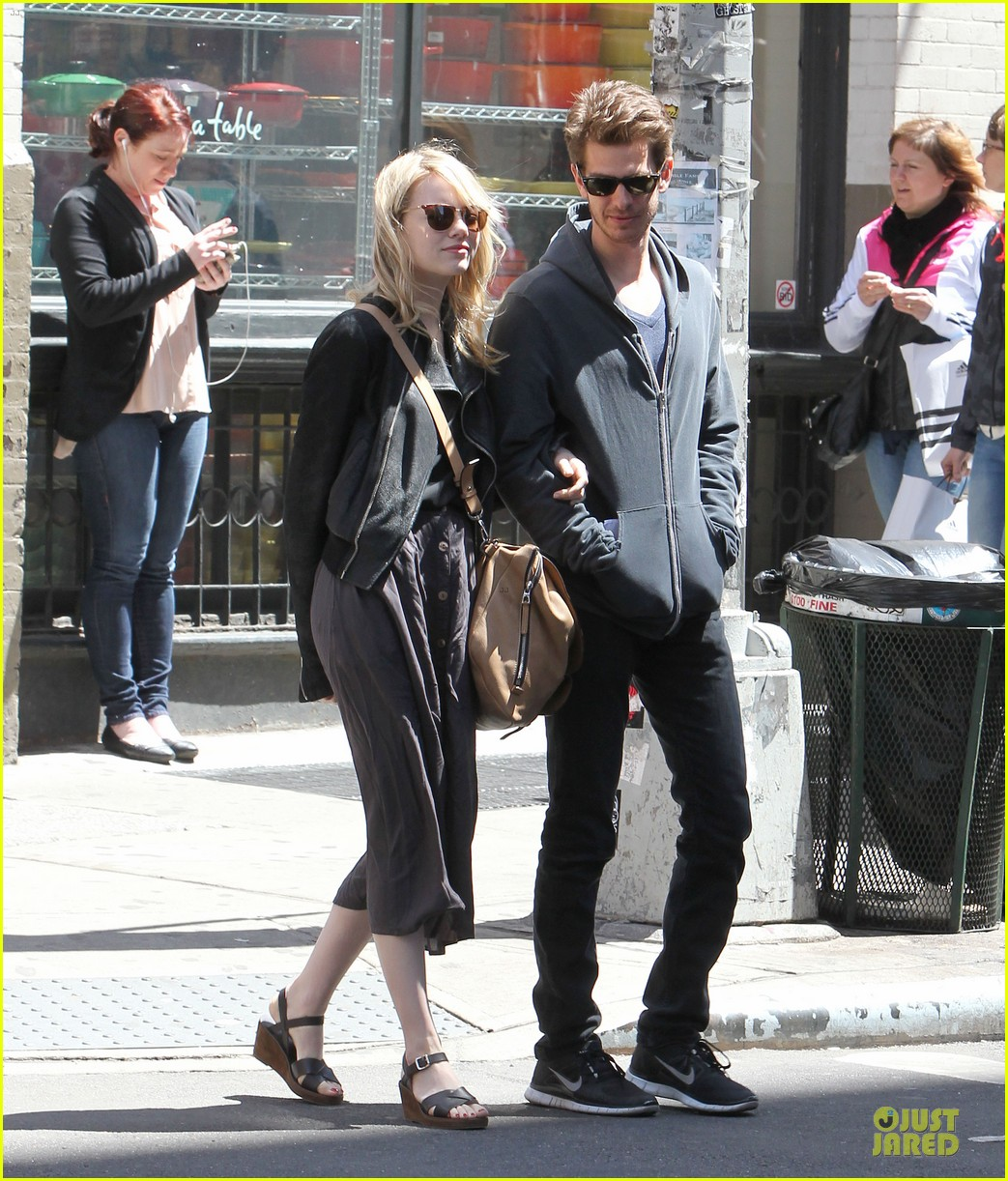 emma stone andrew garfield morning stroll before amazing spiderman 2 filming 012870379