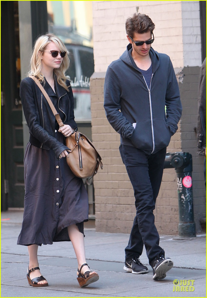 emma stone andrew garfield morning stroll before amazing spiderman 2 filming 11