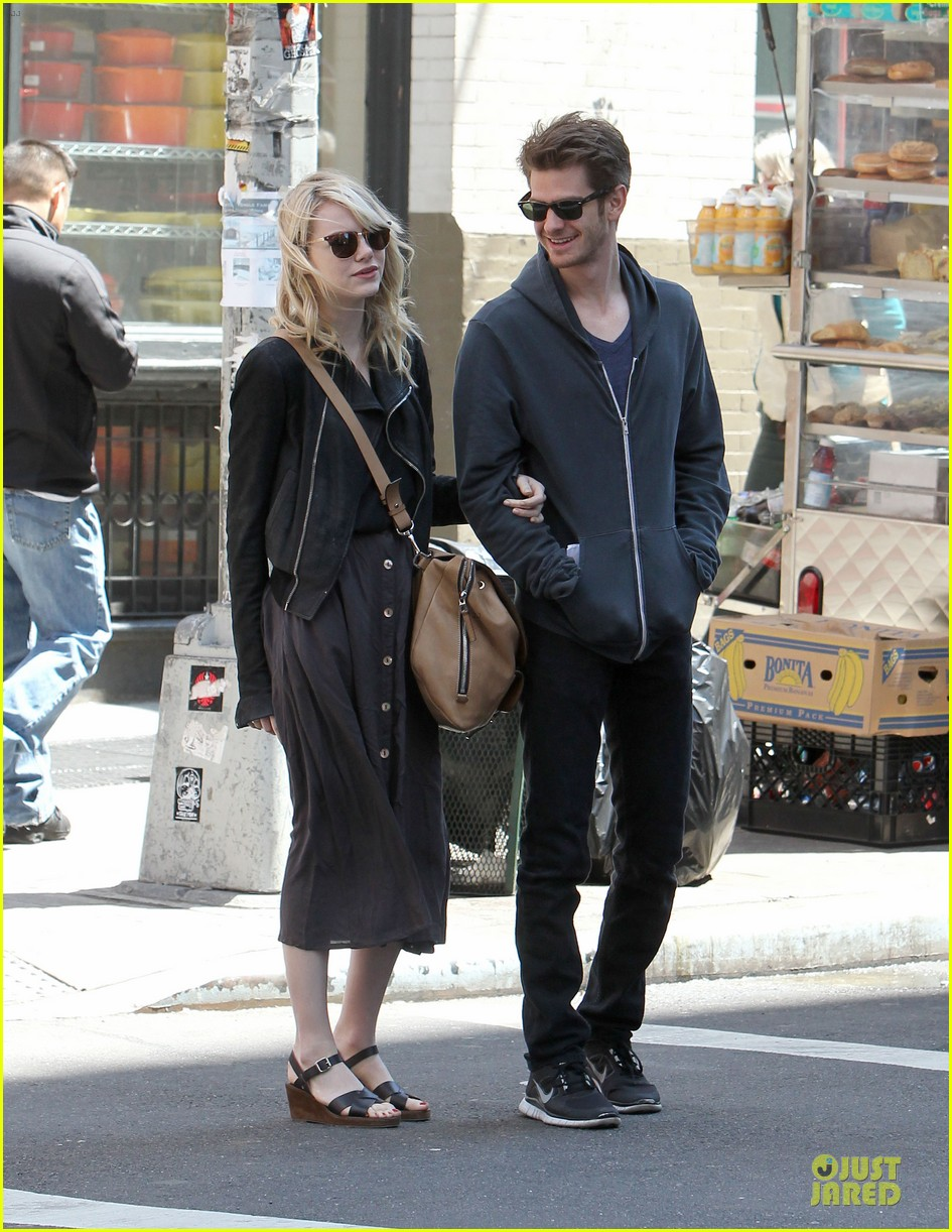 emma stone andrew garfield morning stroll before amazing spiderman 2 filming 13