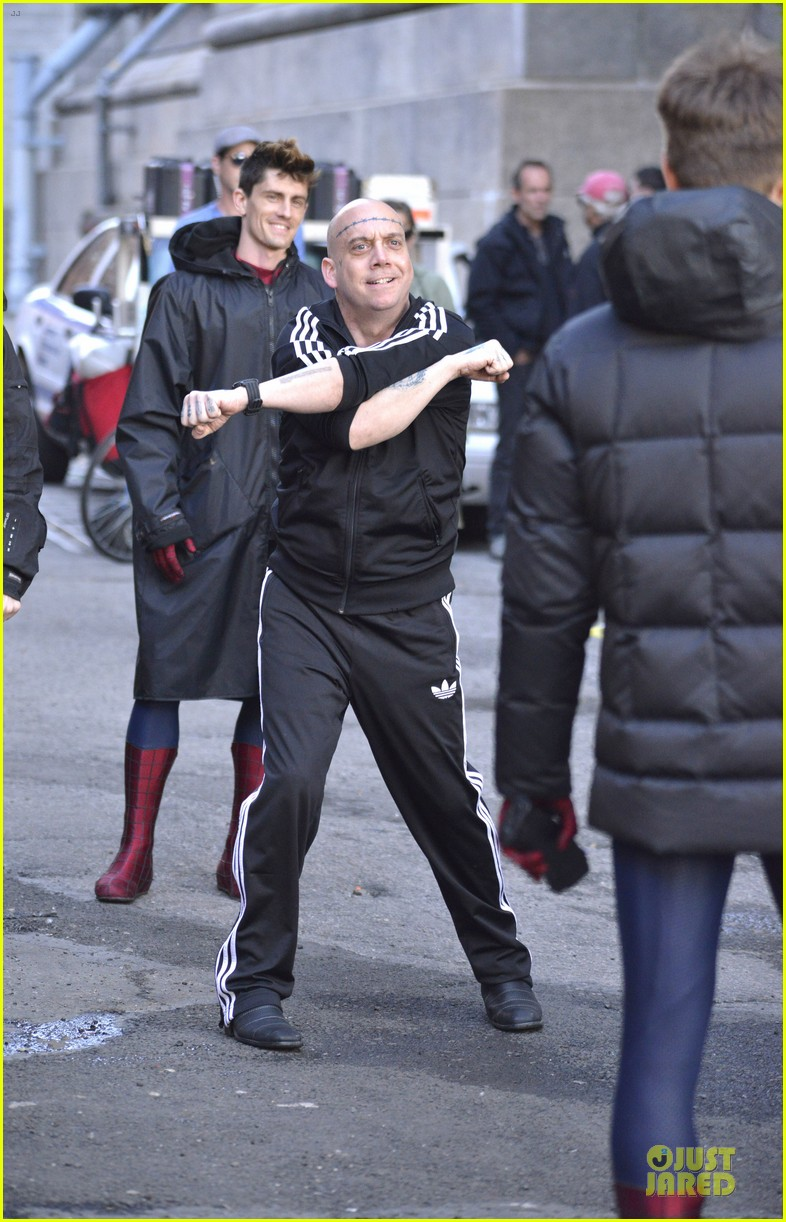 emma stone andrew garfield morning stroll before amazing spiderman 2 filming 17