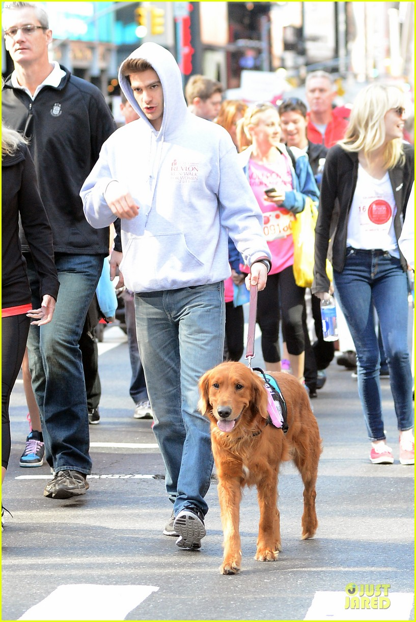 andrew garfield emma stone holding hands at eif revlon run walk 09