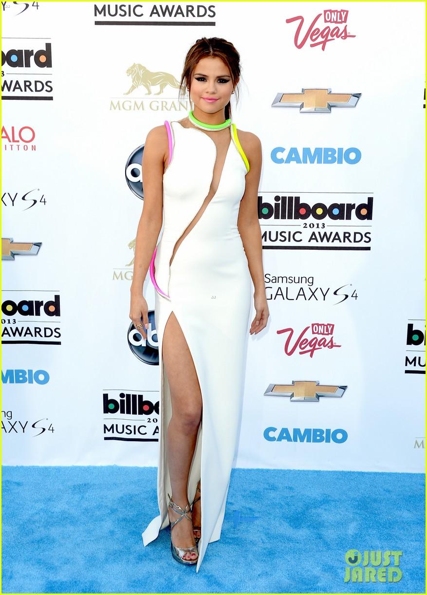 selena gomez billboard music awards 2013 red carpet 082873919