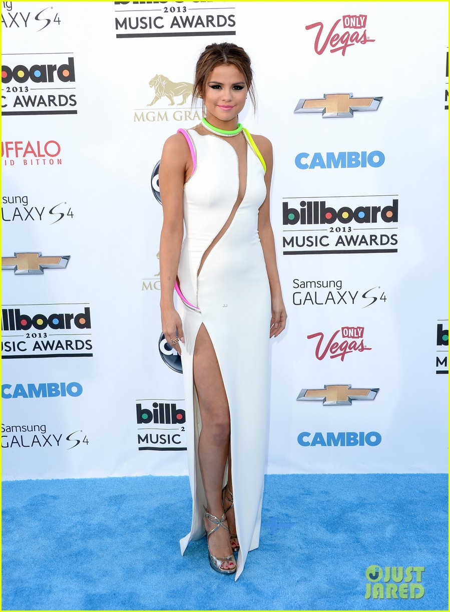 selena gomez billboard music awards 2013 red carpet 092873920
