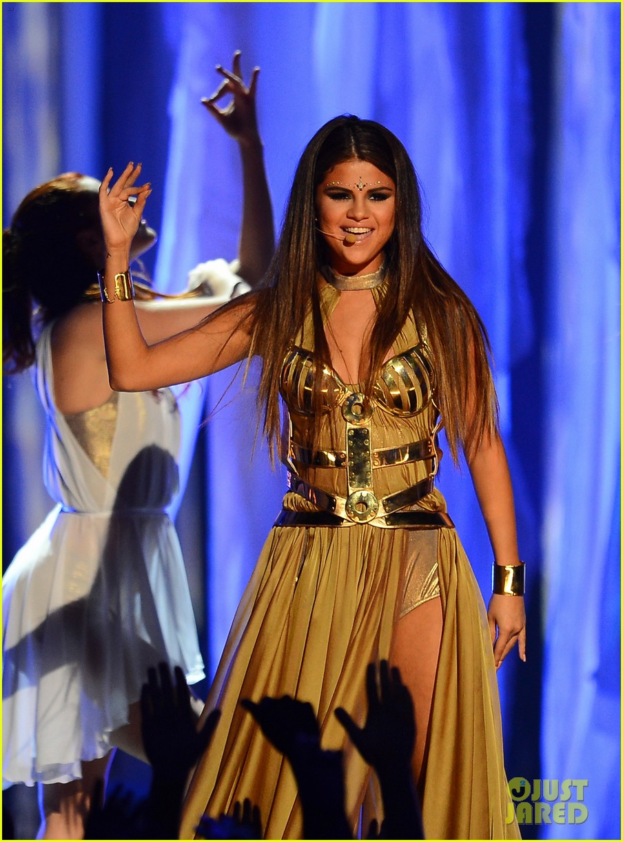 selena gomez billboard music awards 2013 performance video 06