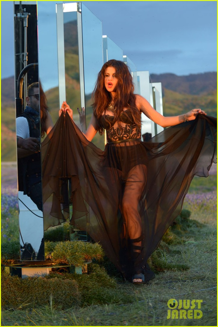 selena gomez come get it video shoot pictures 30