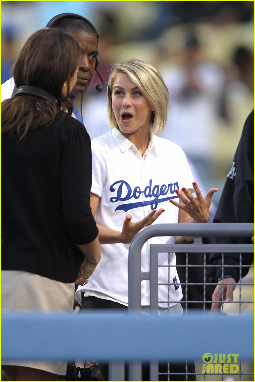 ginnifer goodwin julianne hough dodgers girls 072862308