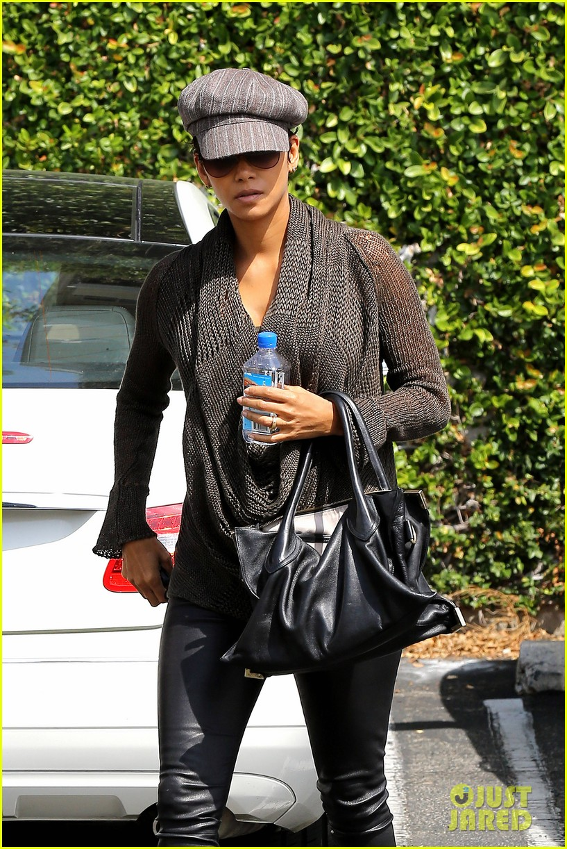 halle berry rocks leather pants while shopping 09